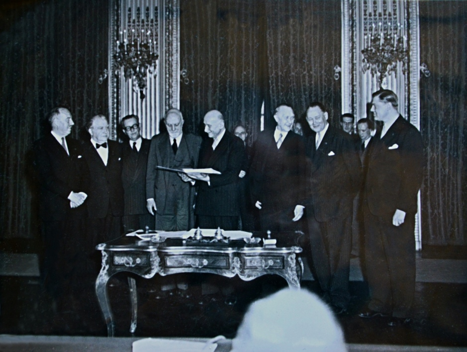 Photo showing the foreign ministers of the six founding countries of the ECSC