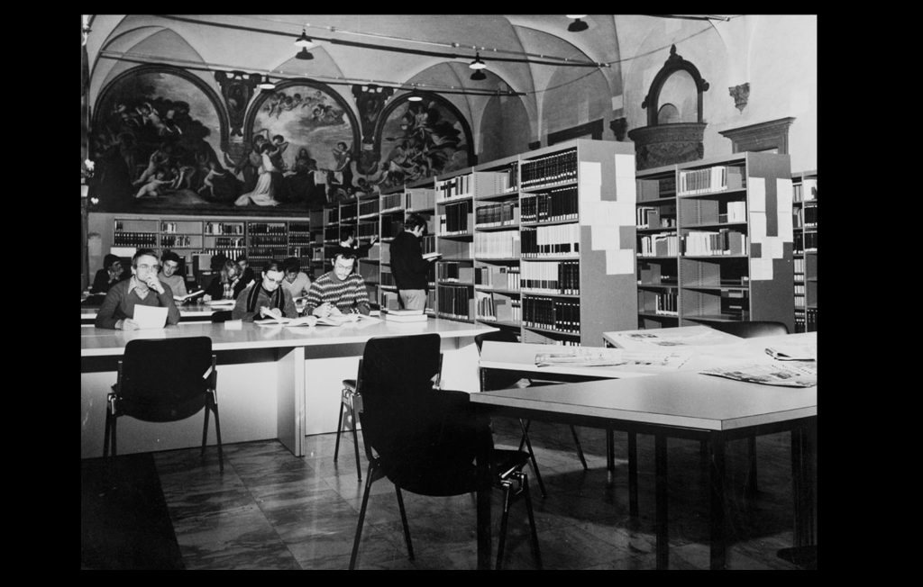 EUI's Library in the Refectory of the Badia Fiesolana [1976] (Bruno R. Muscovich / HAEU, EUI 687)