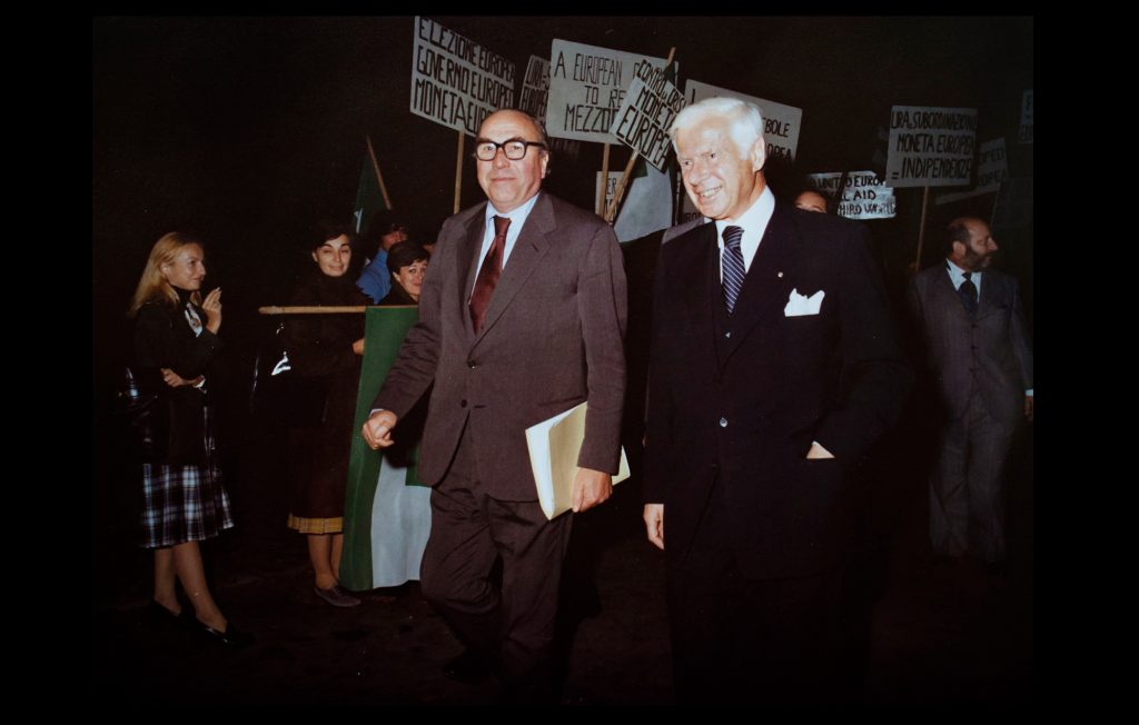 Roy Jenkins, President of the European Commission, with Max Kohnstamm, the first President of the European University Institute, arriving to the Badia Fiesolana to participate in the 1st 'Jean-Monnet Conference' on 27 October 1977 (Unknown author / HAEU, EUI 677)