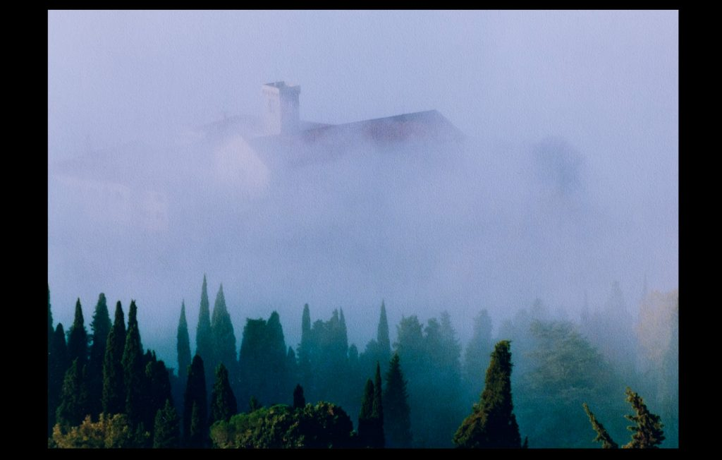 Badia Fiesolana surrounded by fog in the 1990s (Unknown author / HAEU, EUI 31)