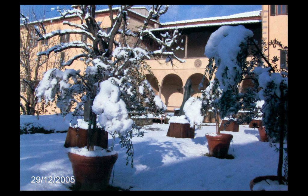 The snowy Badia Fiesolana in December 2005 (Unknown author / HAEU, EUI 31)