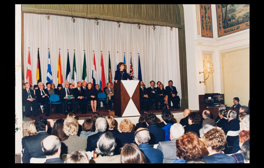 The President of Ireland, Mary McAleese, delivering the 21st Jean Monnet lecture at the European University Institute on 9 February 1999 (Unknown author / HAEU, EUI 699)