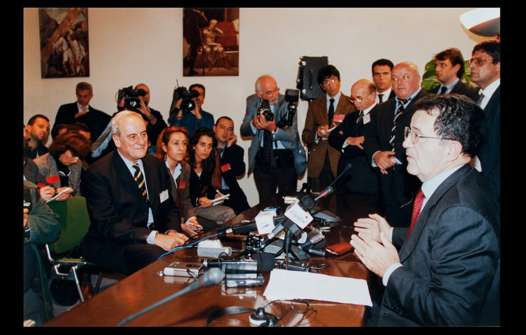 The President of the European Commission, Romano Prodi, speaking during the 25th anniversary of the EUI, 7 November 2001 (Unknown author / HAEU, EUI 668)