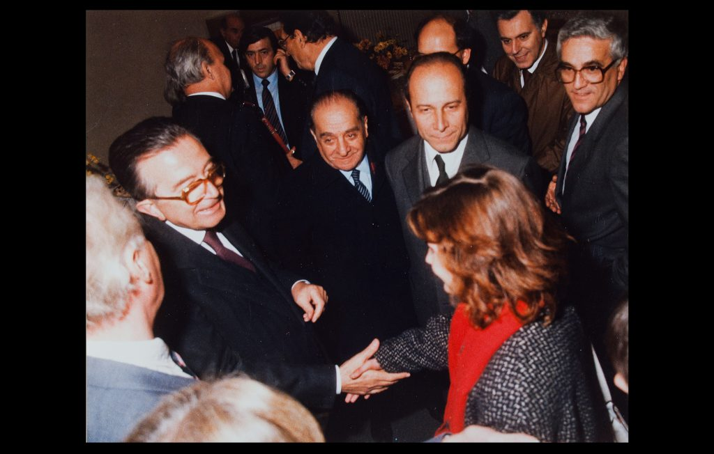 Giulio Andreotti, Italy's Foreign Minister, arriving to the EUI to participate in the 8th 'Jean-Monnet Conference' on 23 November 1985 (Unknown author / HAEU, EUI 676)