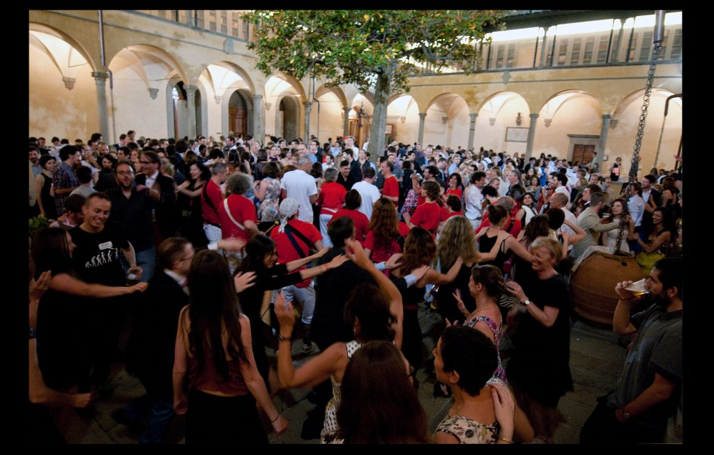 Conga dance during the annual June Ball at the Badia Fiesolana in 2013 (European University Institute)